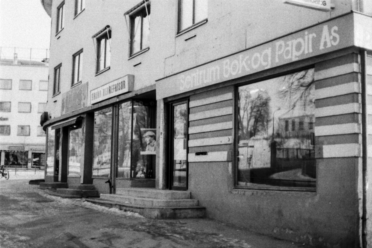 Sentrum Bok og Papir Rutheim i Ski, må stenge da Lars Richard Bjertnæs VIL ha lokalet