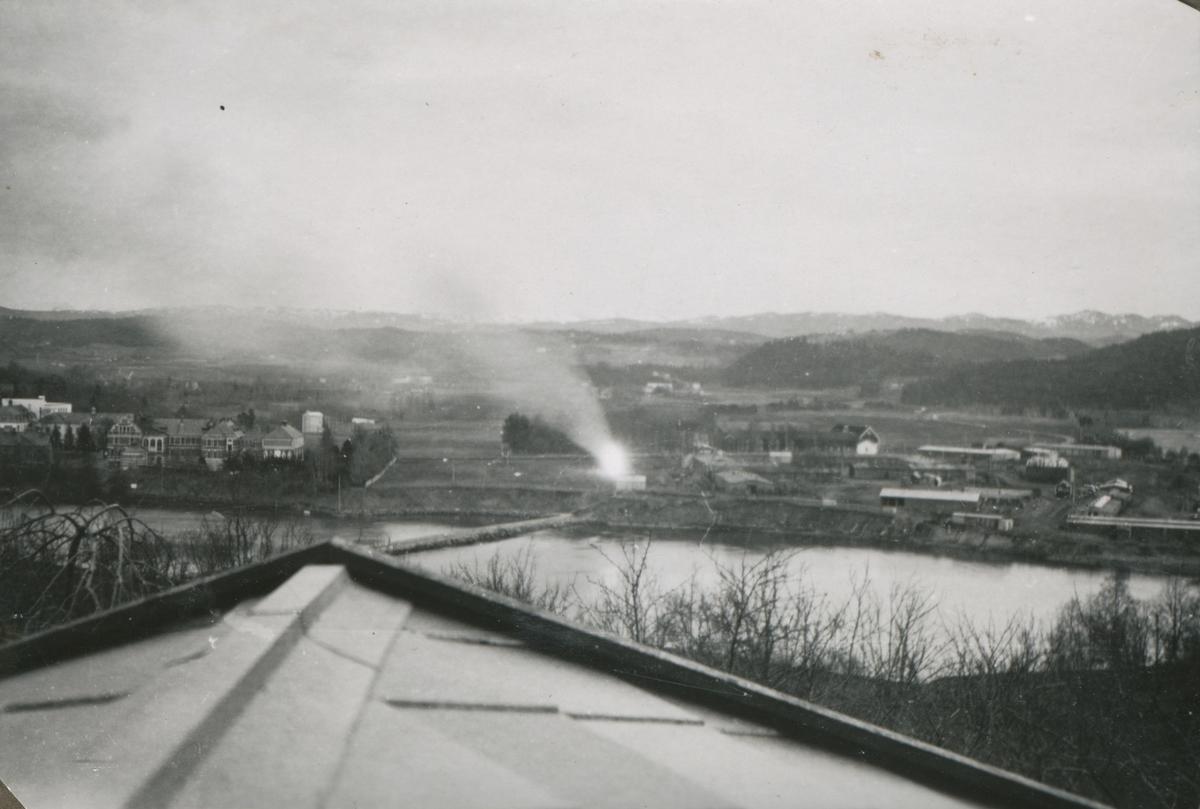 Tyskerene brenner papir og dokumenter våren 1945, før freden kom.