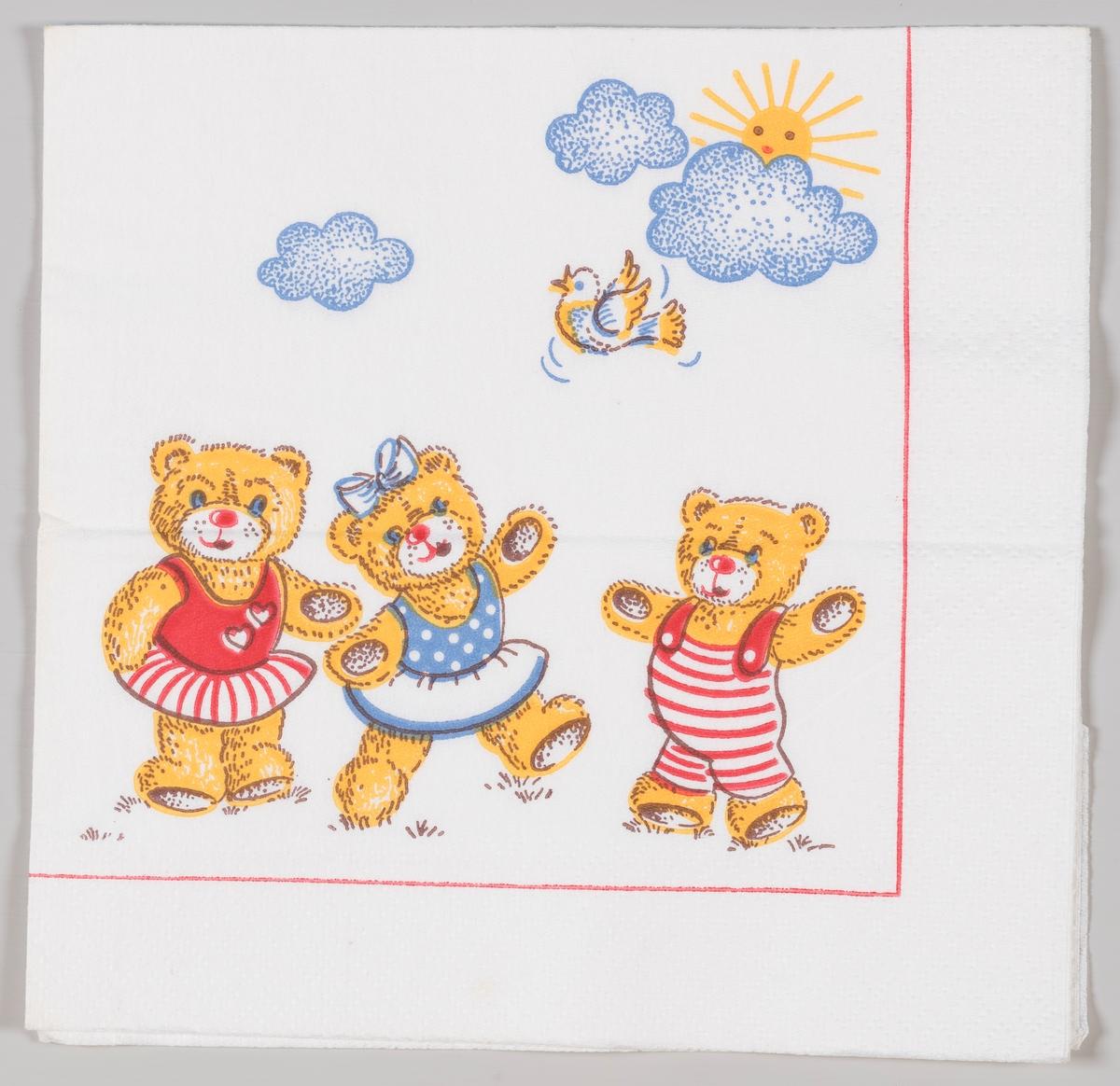 To teddybjørner i kjole og en i bukse, en fugl og en sol bak en sky.