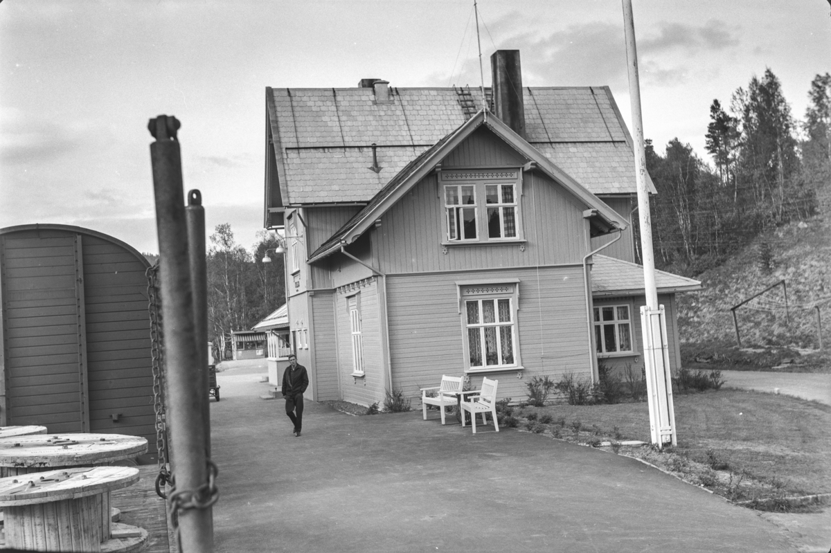 Underveisgodstoget fra Trondheim til Hamar over Røros, tog 5712, på Tolga stasjon.