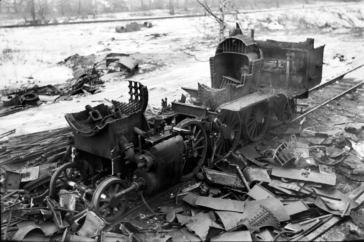 Damplokomotiv type 32a nr. 407 under opphugging på Grorud verksted.