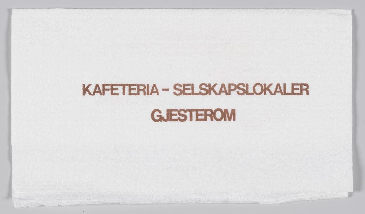 En kvinnelig servitør kommer med en bakke med mat og en reklametekst for Norrøna kafeteria i Trondheim.