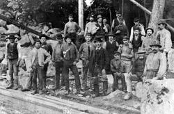 Ett tjugotal rallare vid ett järnvägsbygge i Jonsered cirka
