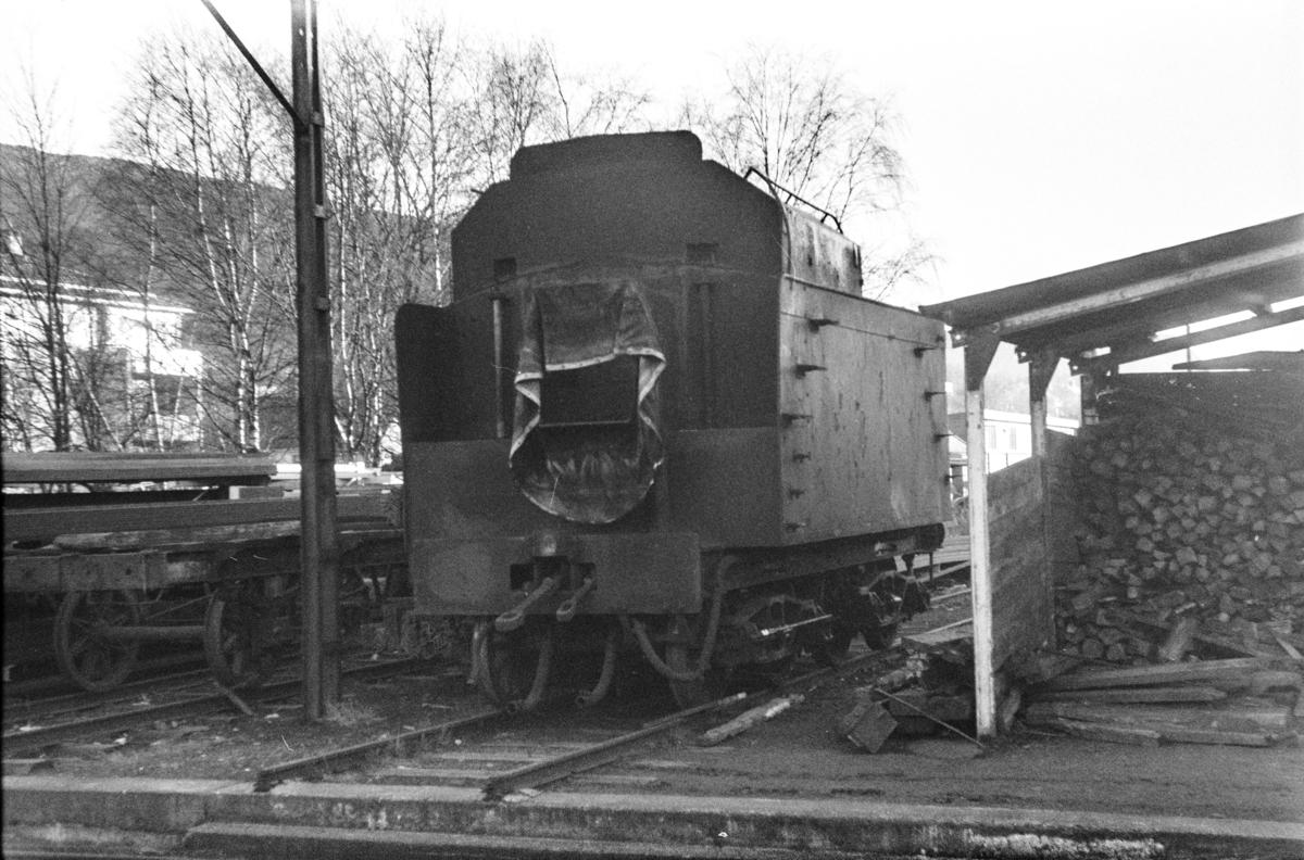 Tenderen til damplokomotiv type 31b nr. 431 på Kronstad verksted ved Bergen.
