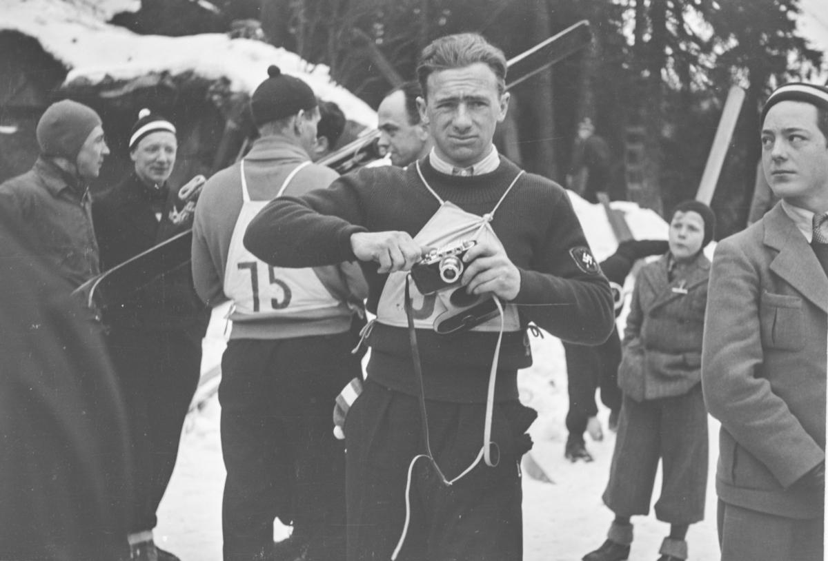 Holmenkollrennet 1939. Skihopperen Willy Bogner.