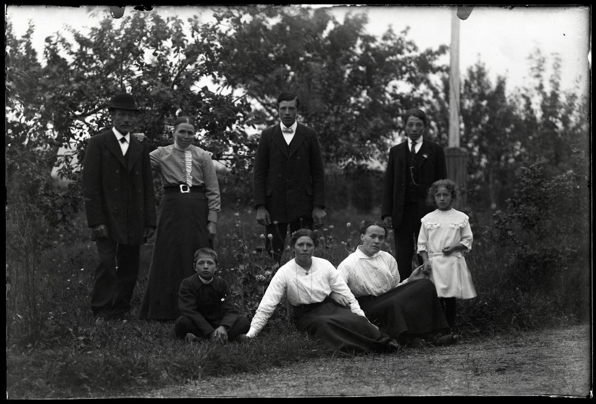 Familjen Högvall, Lars Bryntesgården