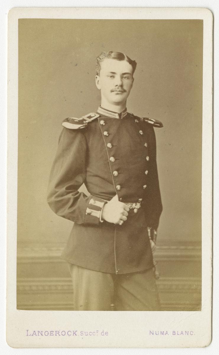 Porträtt av Carl Bror Skogman Munck af Fulkila, underlöjtnant vid Jönköpings regemente I 12.  Se även bild AMA.0008036, AMA.0013857 och AMA.00013860.