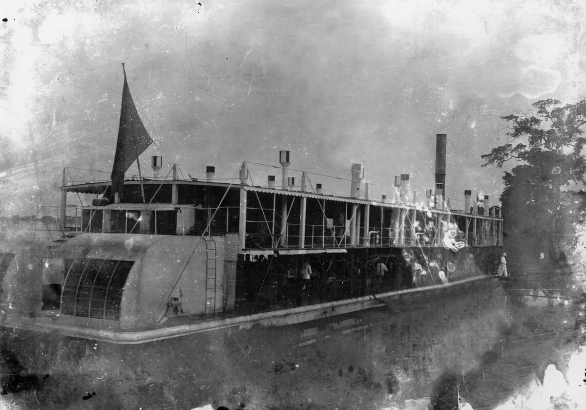 Elvedampbåt i Kongo