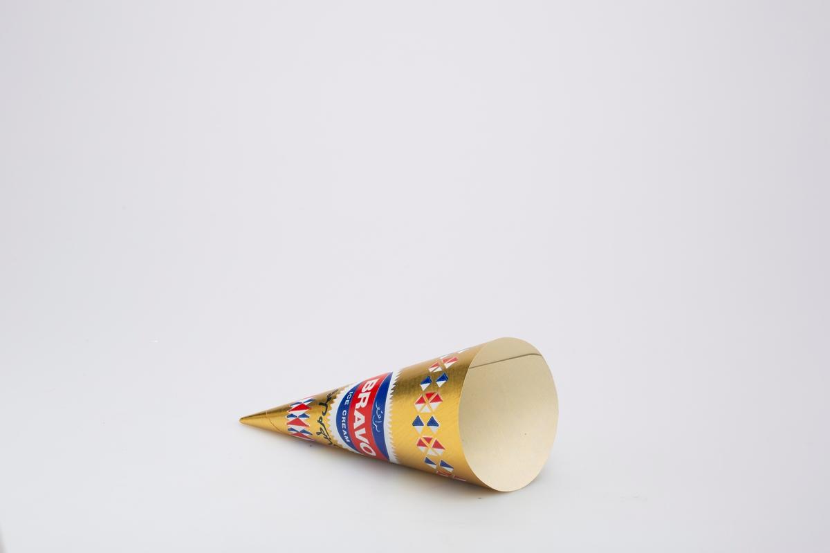 Kjegleformet iskrempapir (kremmerhus). Kremmerhuset er med farger på utsiden, og matt uten farge (hvit) på innsiden. Kremmerhuset har gull bakgrunnsfarge, med rød, hvit og blå ruter øverst og nederst. På midten er en rund logo med tekst. Deler av teksten er i et annet skriftspråk.