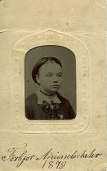 Portrettfoto av Torbjørg Anundsdotter Prestholt, tatt 1873