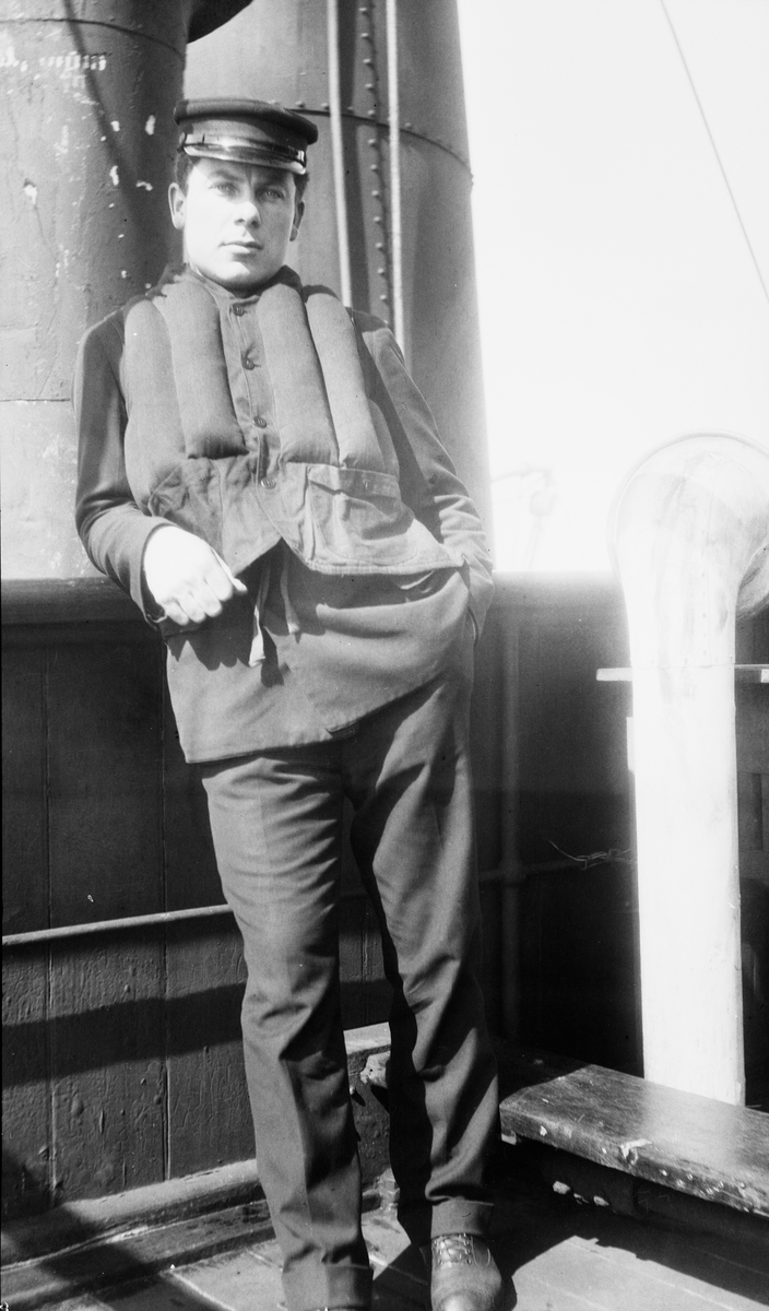 Styrmann Ferdinand Waage ombord på D/S STORFOND.