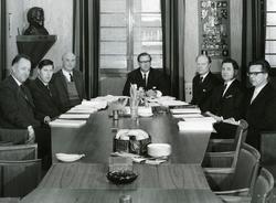 Styret i Kv. Olaf Aas og Mads Gutterud fra de ansatte