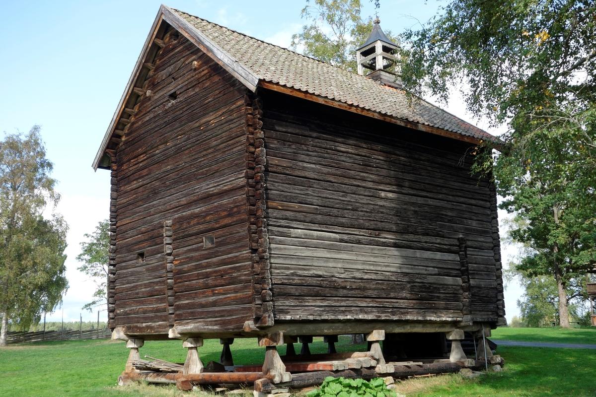 Stabbur på gården Store Hvam, fra 1780. Ikke flyttet.