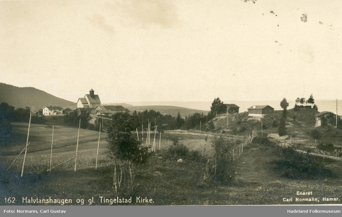 Tingelstad gamle kirke og Hadeland Folkemuseum med Grymyr stabburet og Vienbråten bygningen