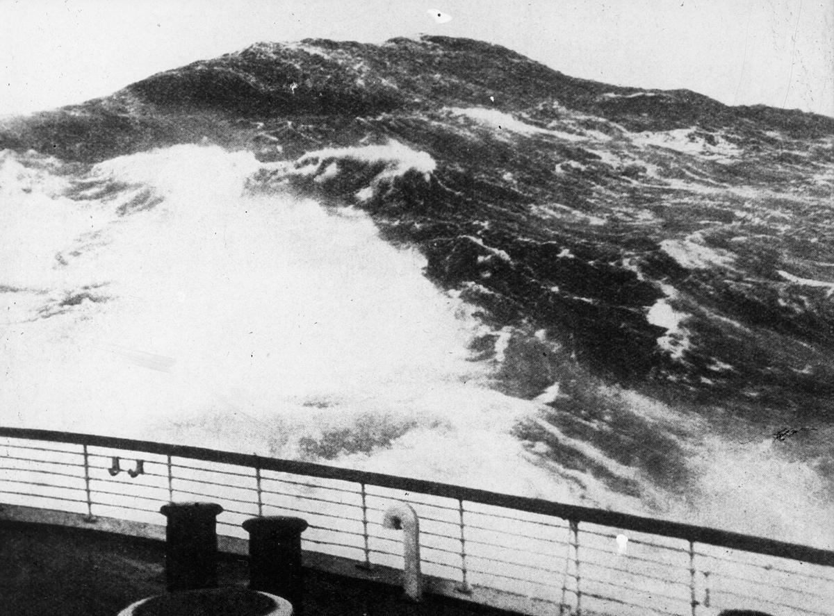 Uværsbølger, sett fra dekk.