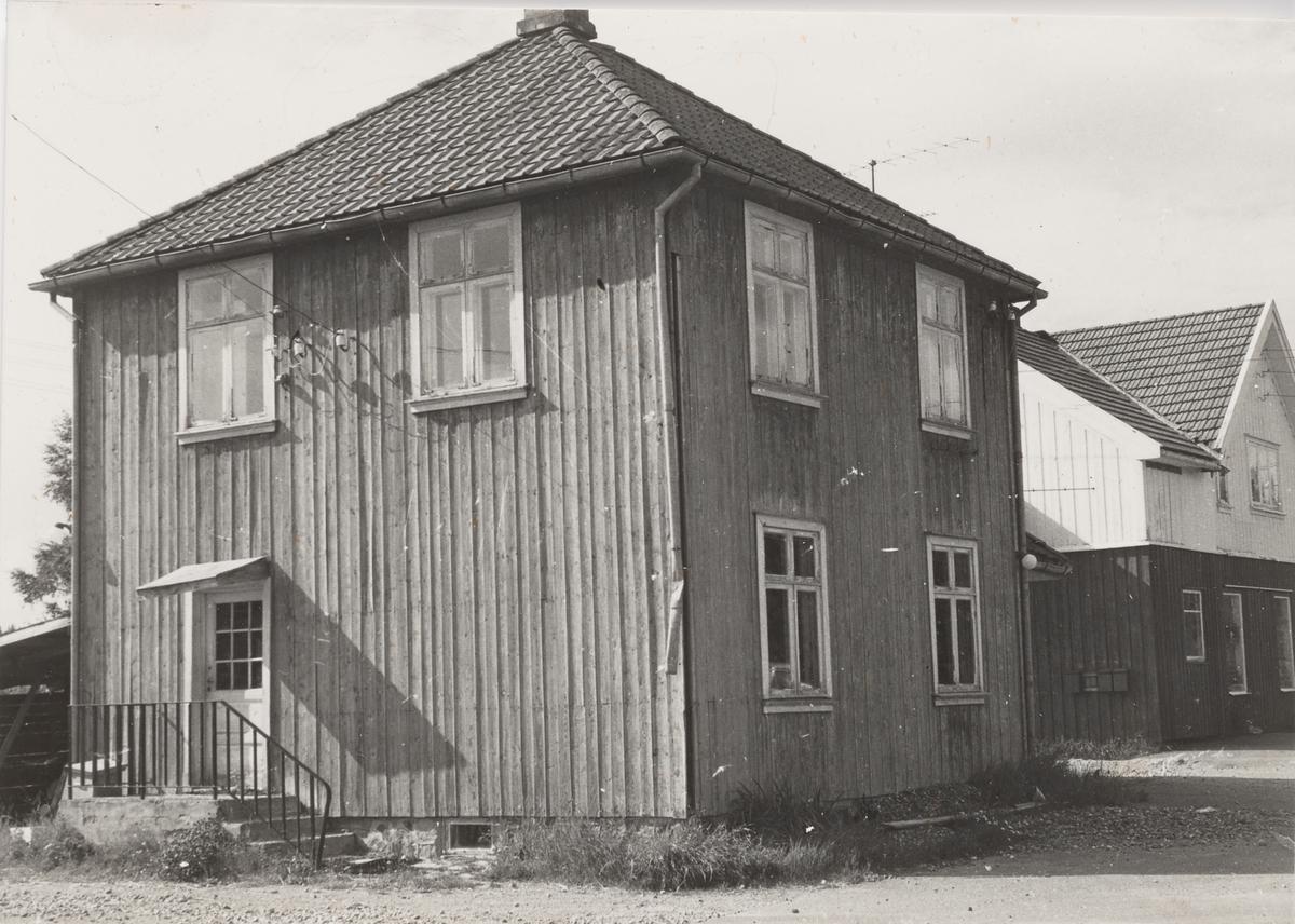 Finstadbru stasjon femten år etter Aurskog-Hølandbanens nedleggelse