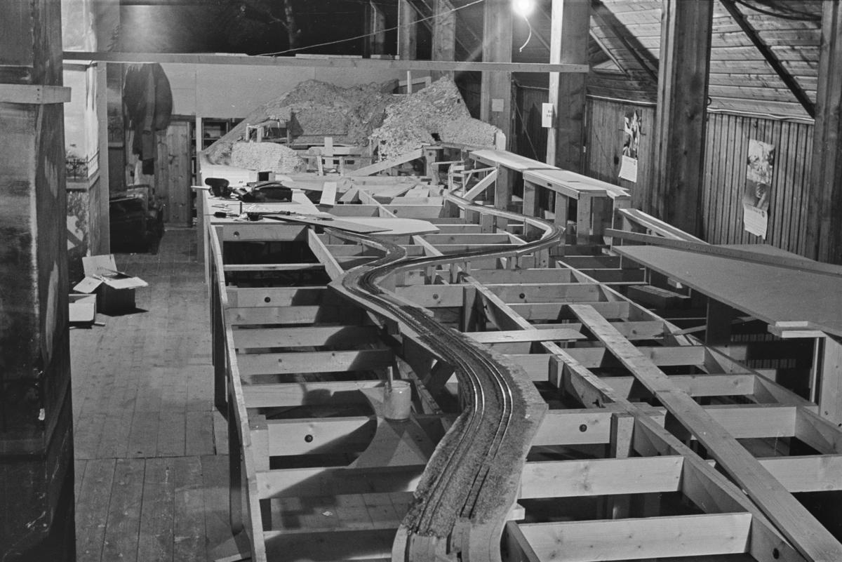 Trondhjem modelljernbaneklubbs modelljernbaneanlegg under bygging
