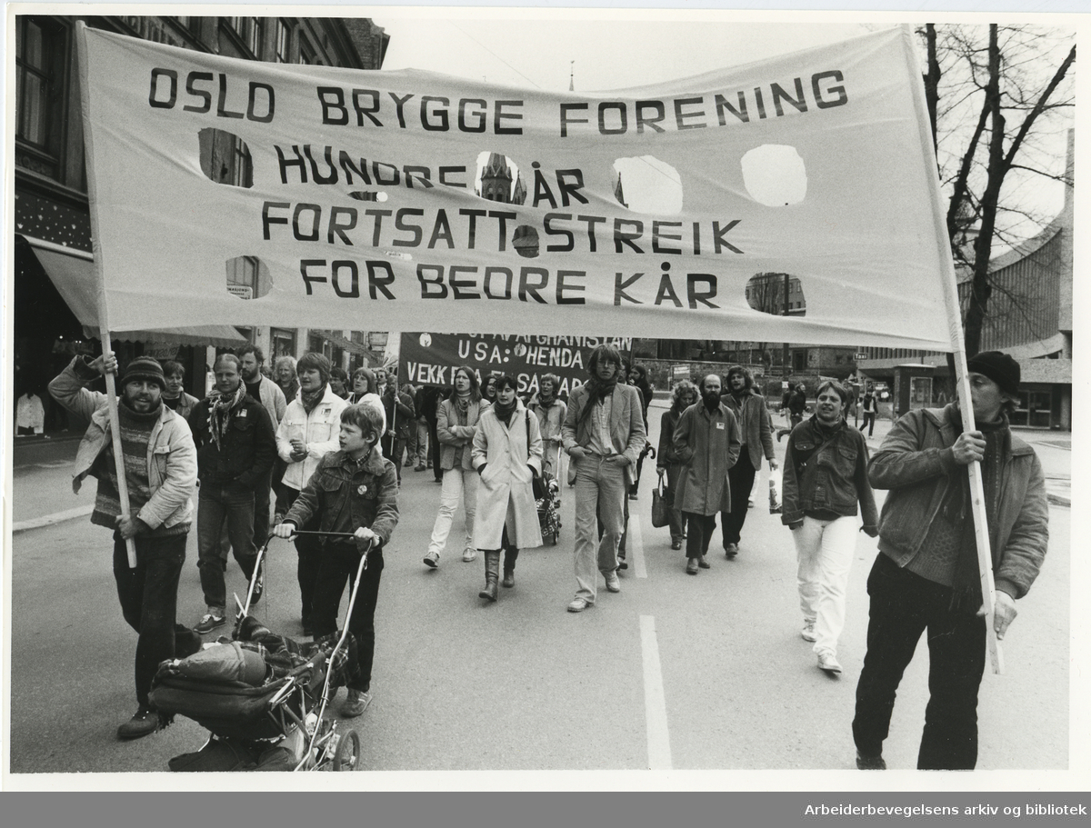 1. mai 1982, Oslo. Parole: Oslo Brygge forening hundre år - fortsatt streik for bedre kår ( Oslo bryggearbeiderforening)