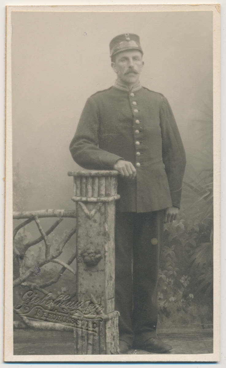 Helfigur Haakon Ødegaarden, militær