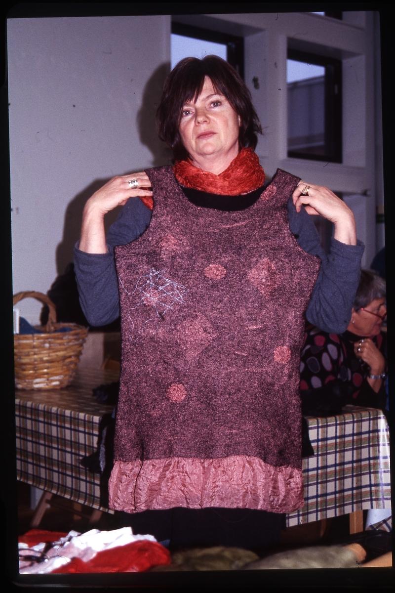 Jurtastaden; Ingrid Printz med tovat plagg