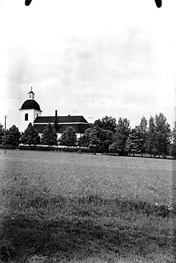 Odensvi kyrka i Köping, sedd från syd-ost.