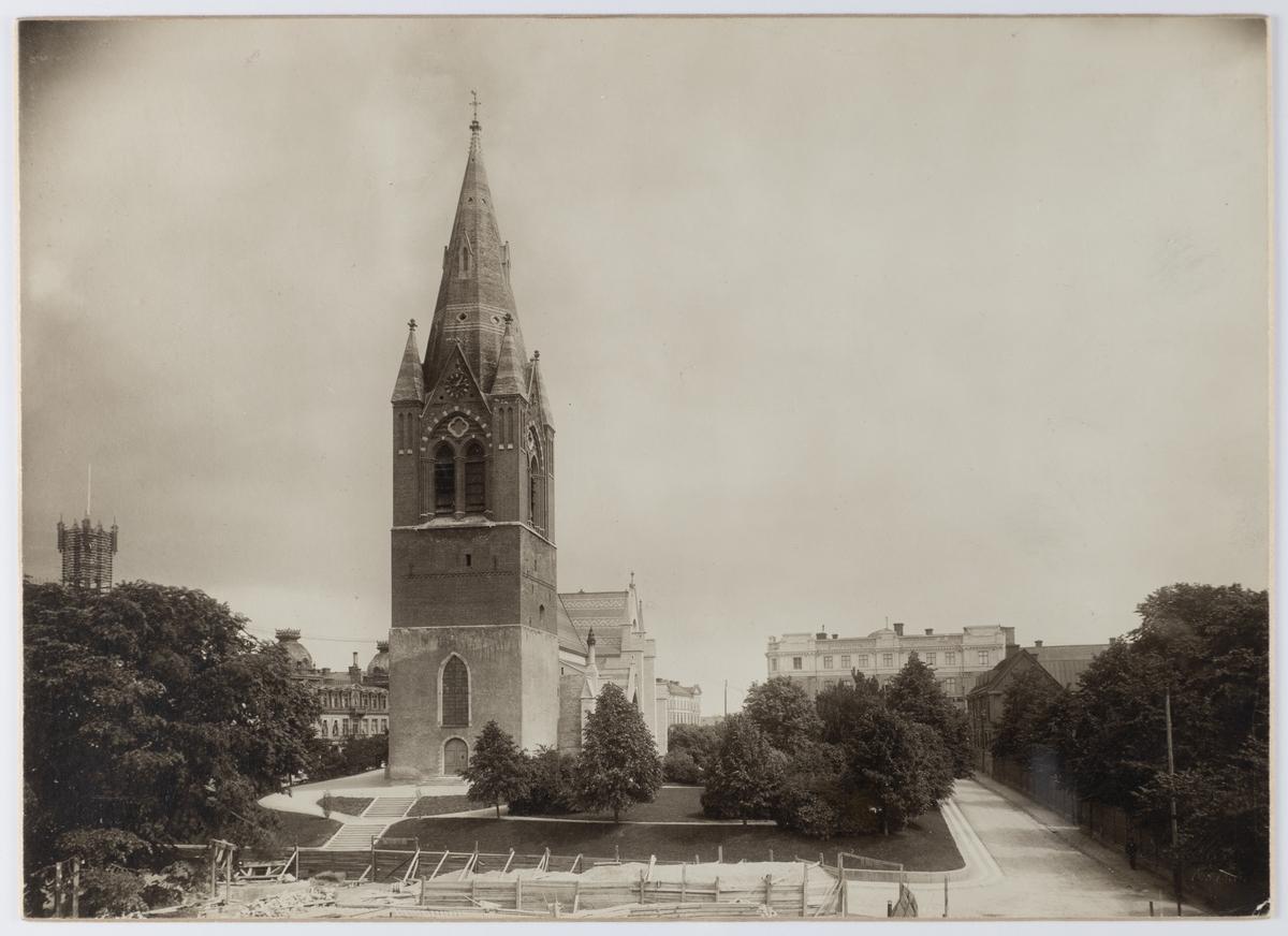 Nikolaikyrkan och Nikolaigatan mot öster efter 1903.