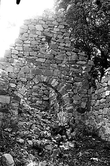 Portal till tornet, Stora Rytterne kyrkoruin i Lundby, Västerås.