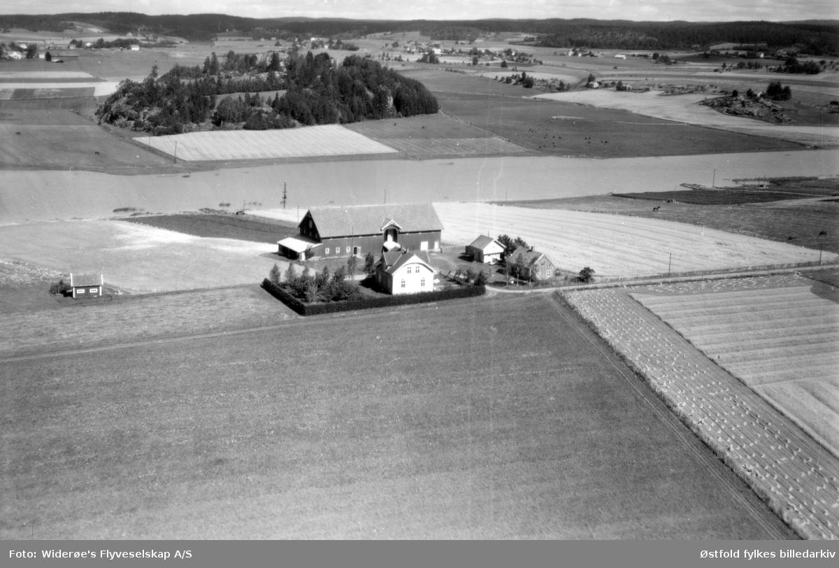 Gården Reklingsholm Rolvsøy, gnr. 74 og 98/3,3,   flyfoto 17. august 1949.