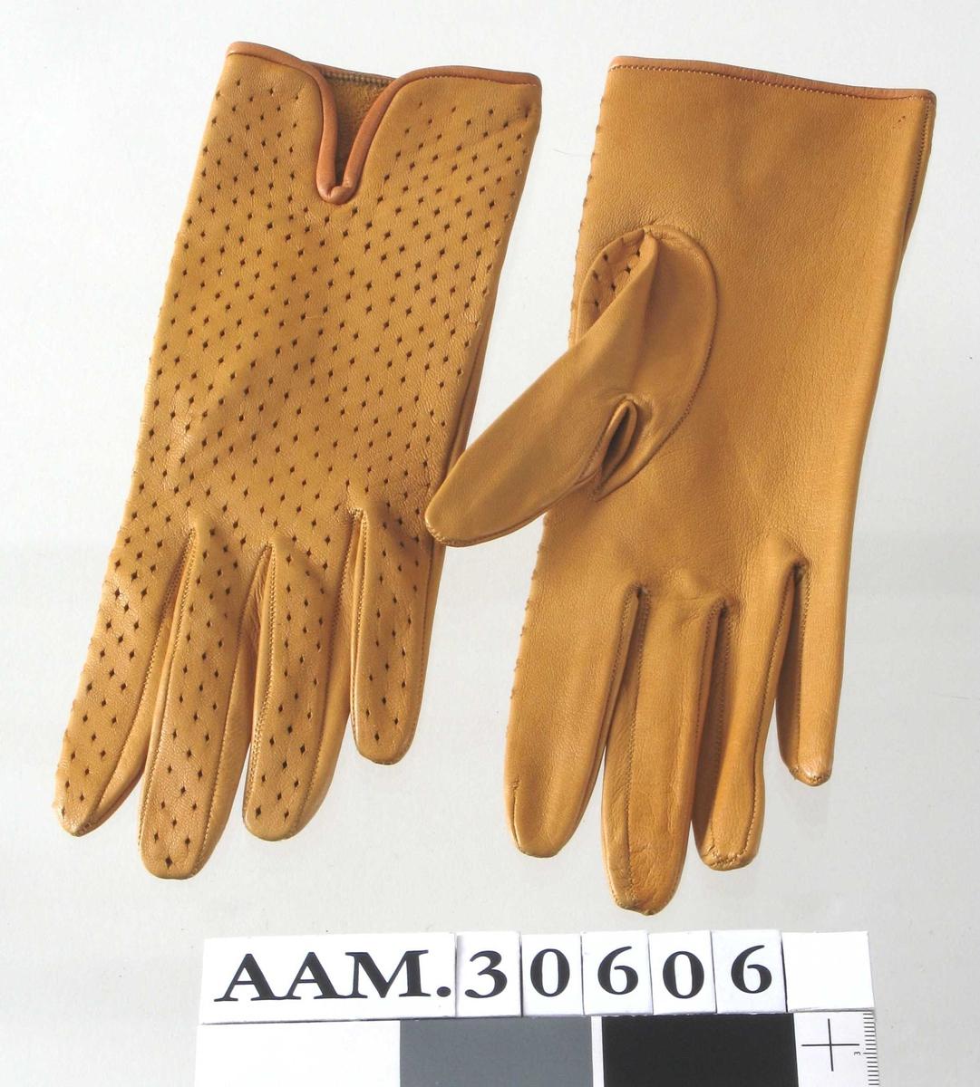 Smale hansker med liten splitt øverst foran.