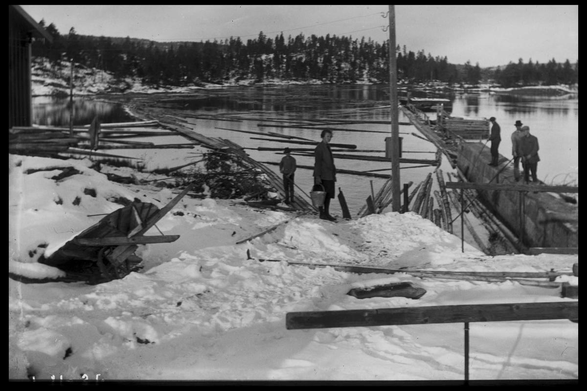 Arendal Fossekompani i begynnelsen av 1900-tallet CD merket 0468, Bilde: 11 Sted: Elva, Flaten Beskrivelse: Inntak gammel tømmerrenne