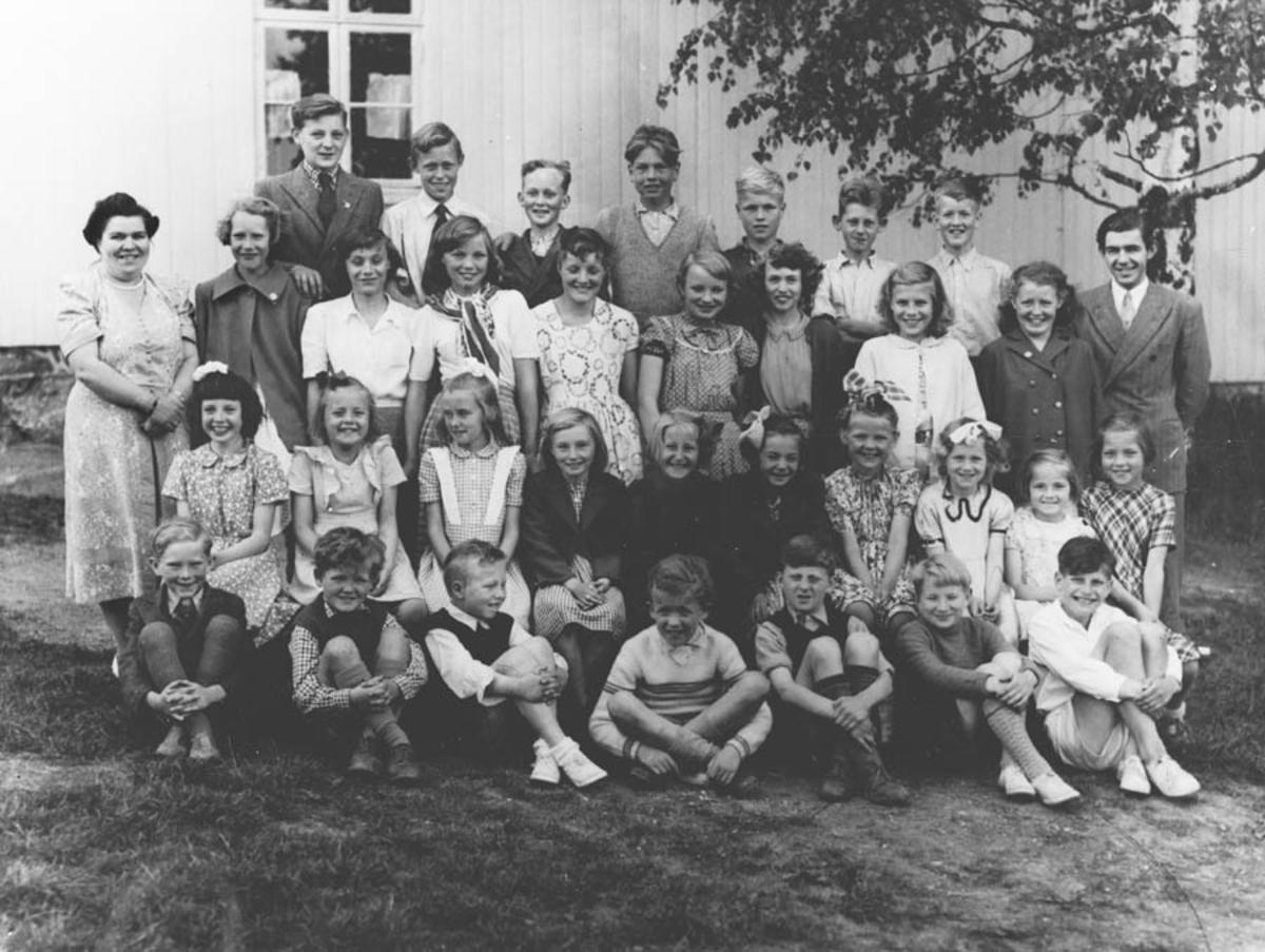 4. - 7. klasse våren 1951. 4. - 7. klasse våren 1951