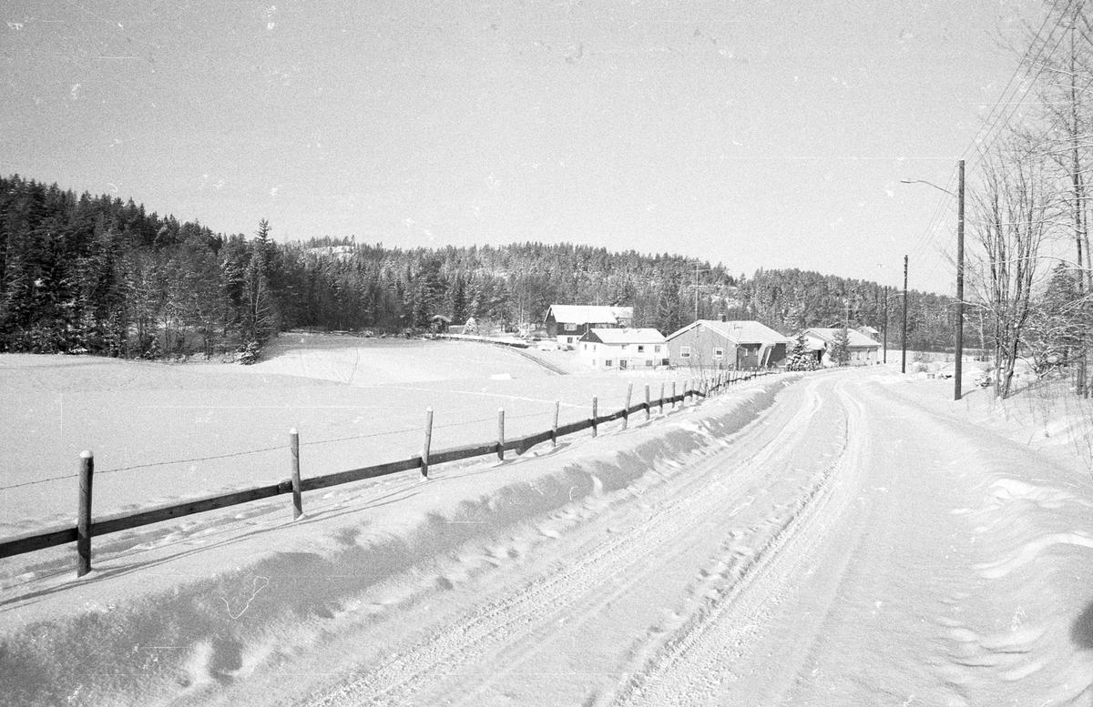 Fjeldstadvegen.  Før utbyggingen av Fjellstadfeltet. Vinterbilde.