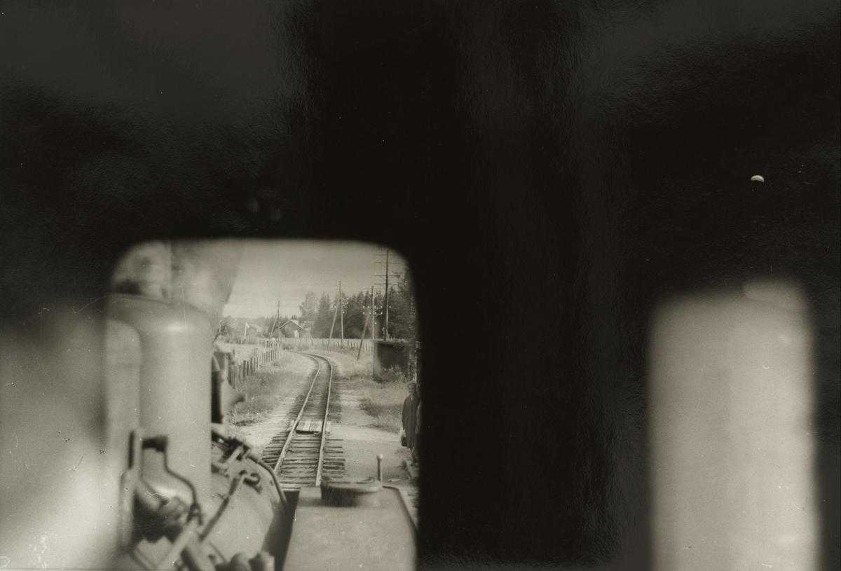 Fossum holdeplass.Tog til Sørumsand. Utsikt fra lokomotivførerplassen.