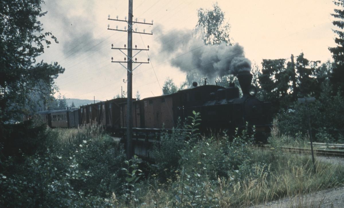 Tog 2058 til Sørumsand ved Aurskog stasjon