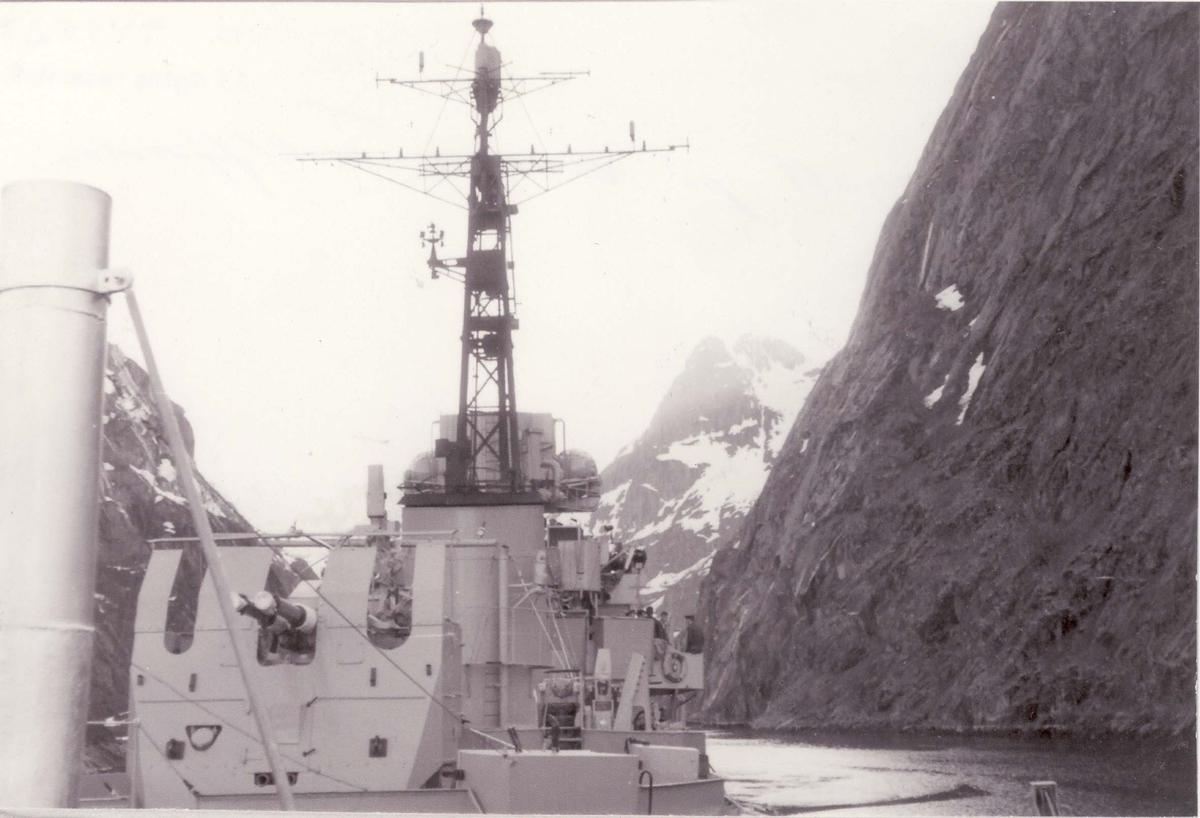 Fregatt, Hunt-kl  på vei inn Trollfjorden