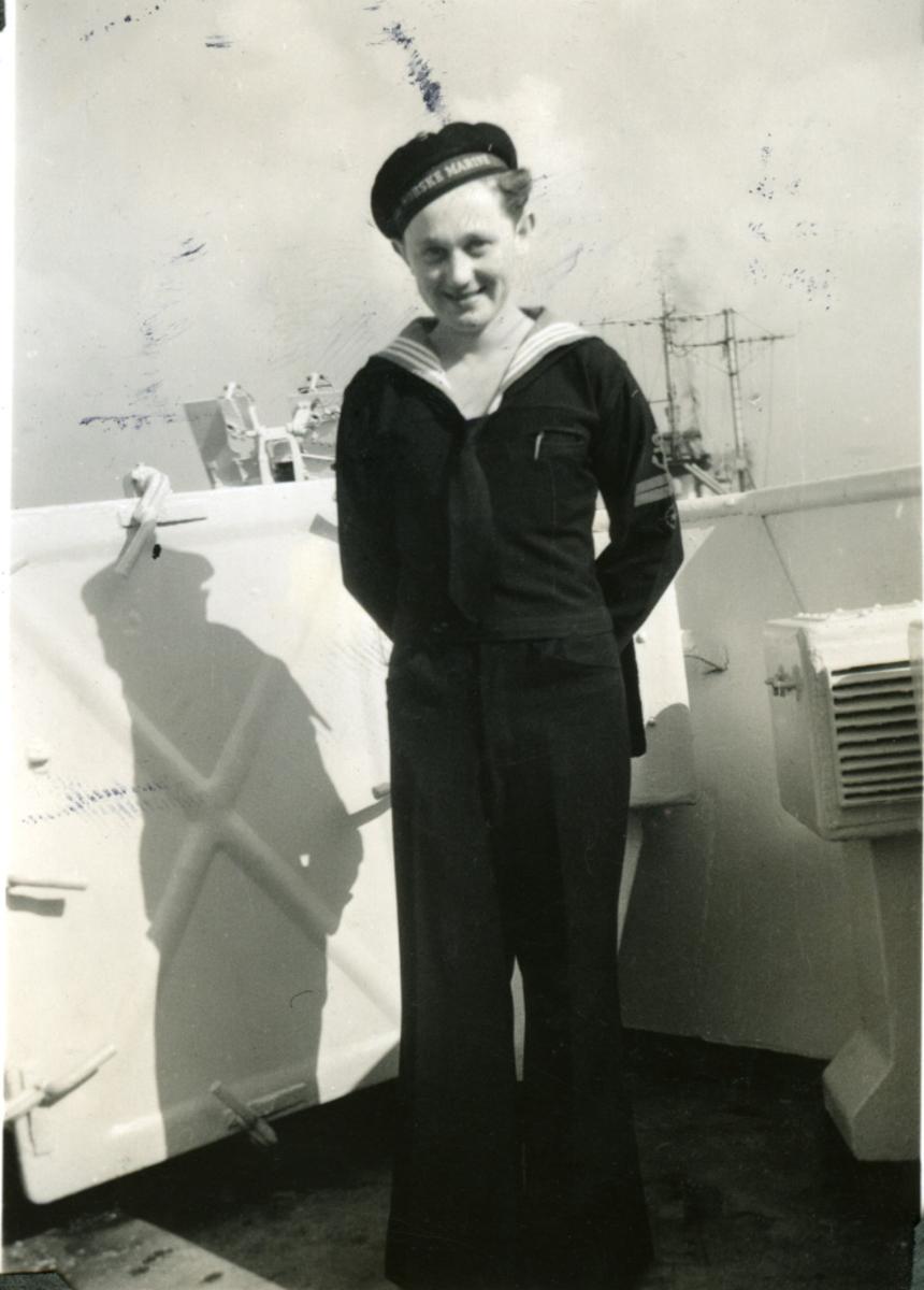 """Album Glaisdale H.Nor.M.S. """"Glaisdale"""". Fotograf: G. Kleppe. En av mannskapet."""
