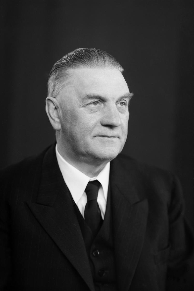 SIGURD PEDERSEN (1893-1978), HAMARS BORGERMESTER OG RÅDMANN, FRA 1935 TIL 1963.