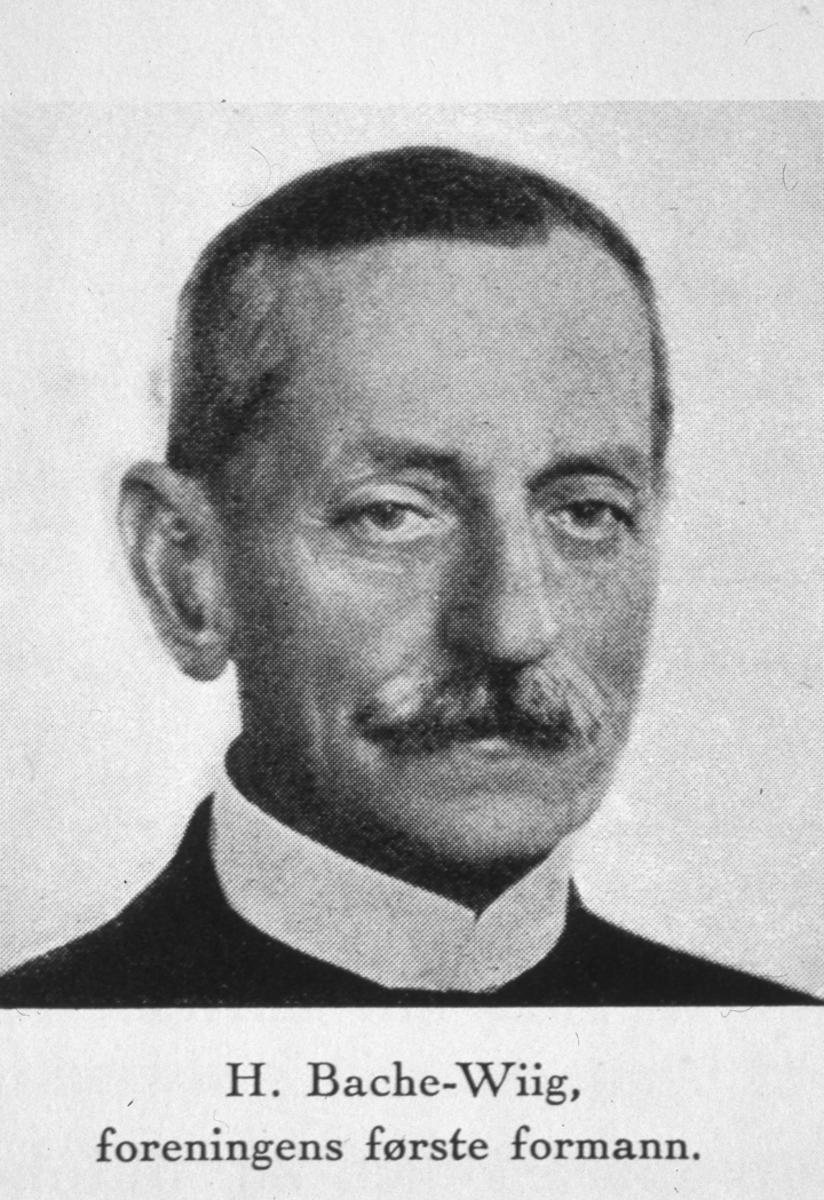 Bøhnsdalen. H. Bache-Wiig. Foreningens første formann.