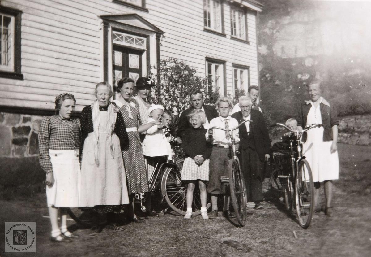 Syklende familie, besøk fra Konsmo.