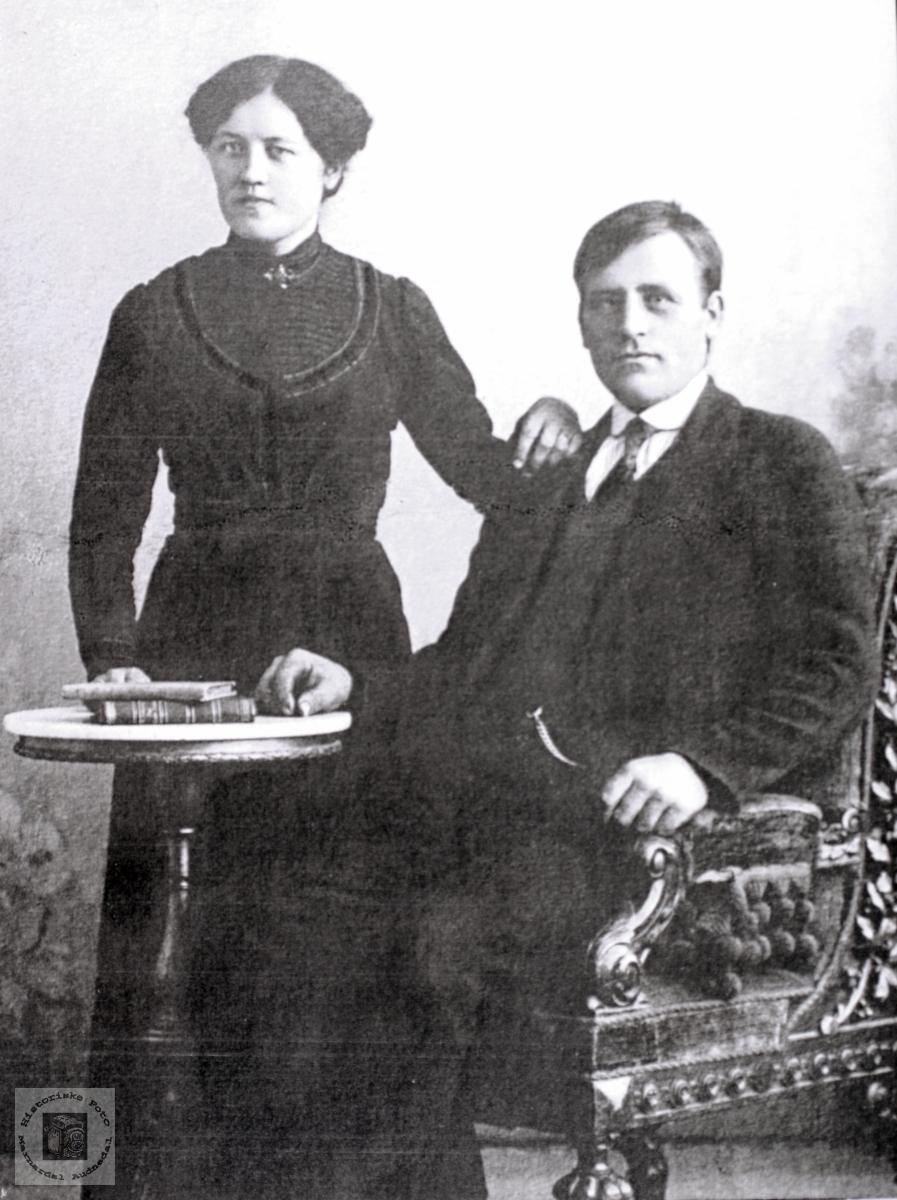 Portrett av ekteparet Kari og Torkel Flottorp. Grindheim Audnedal.