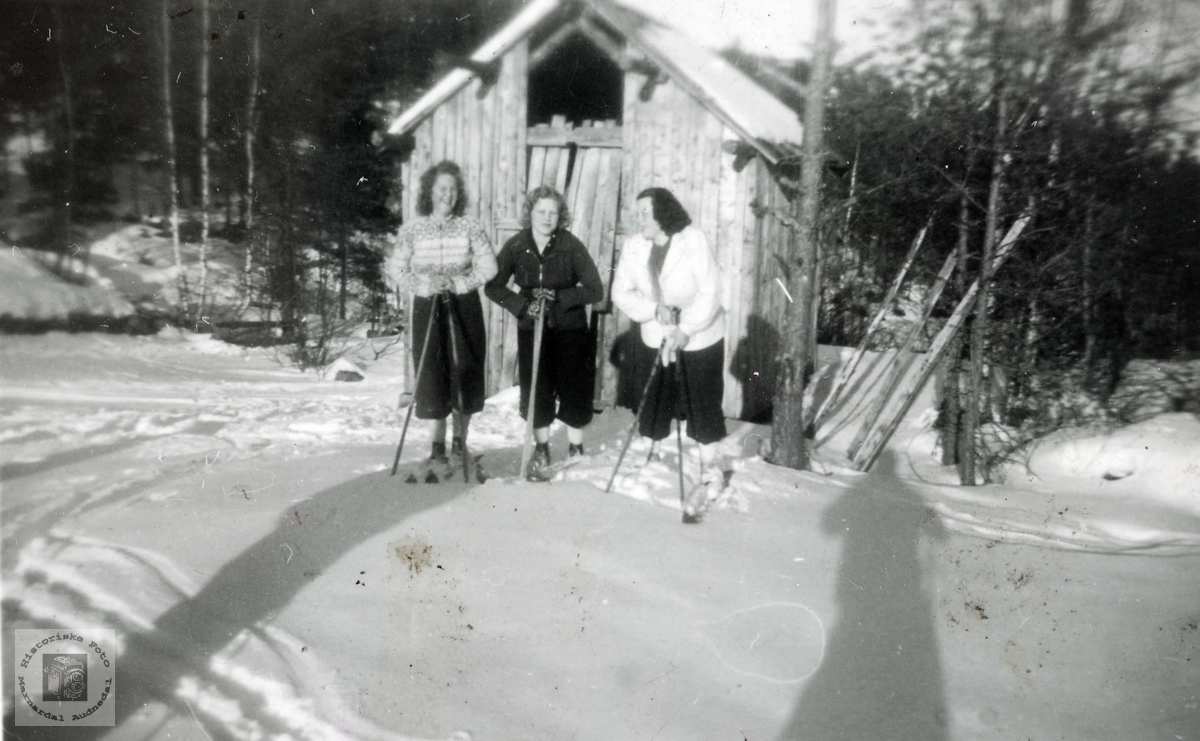 Jenter på skitur.