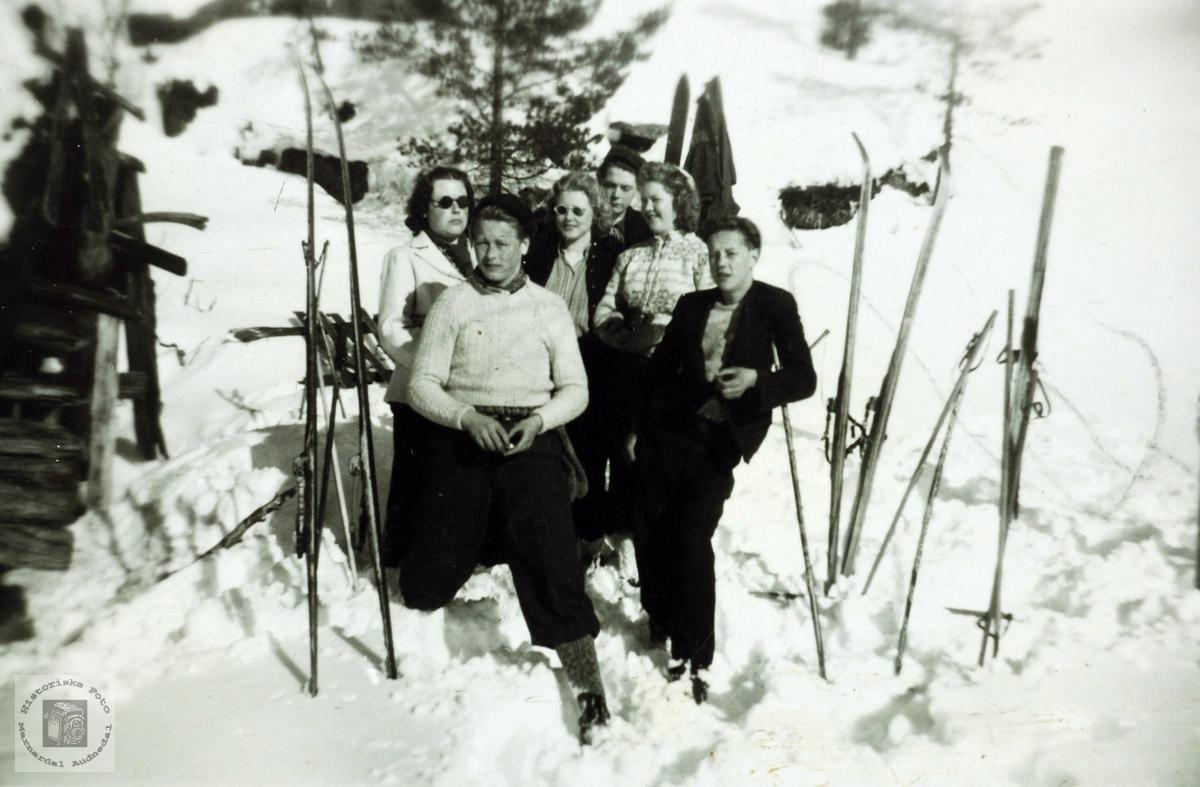 Ungdommer fra Håland på ski et sted i Grindheim Audnedal.