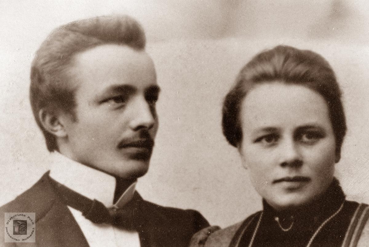 Portrett av nyforlovet par, Torkel og Tone Leland, Grindheim.