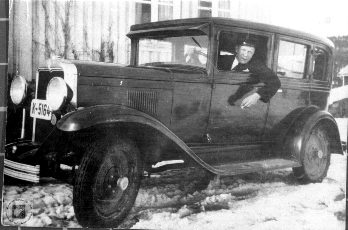Odin Tønnesland med bilen. Bjelland.