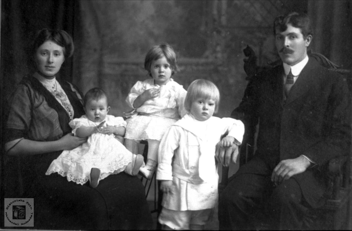Familieportrett fra Brooklyn, New York, røtter på Ågedal i Audnedal.