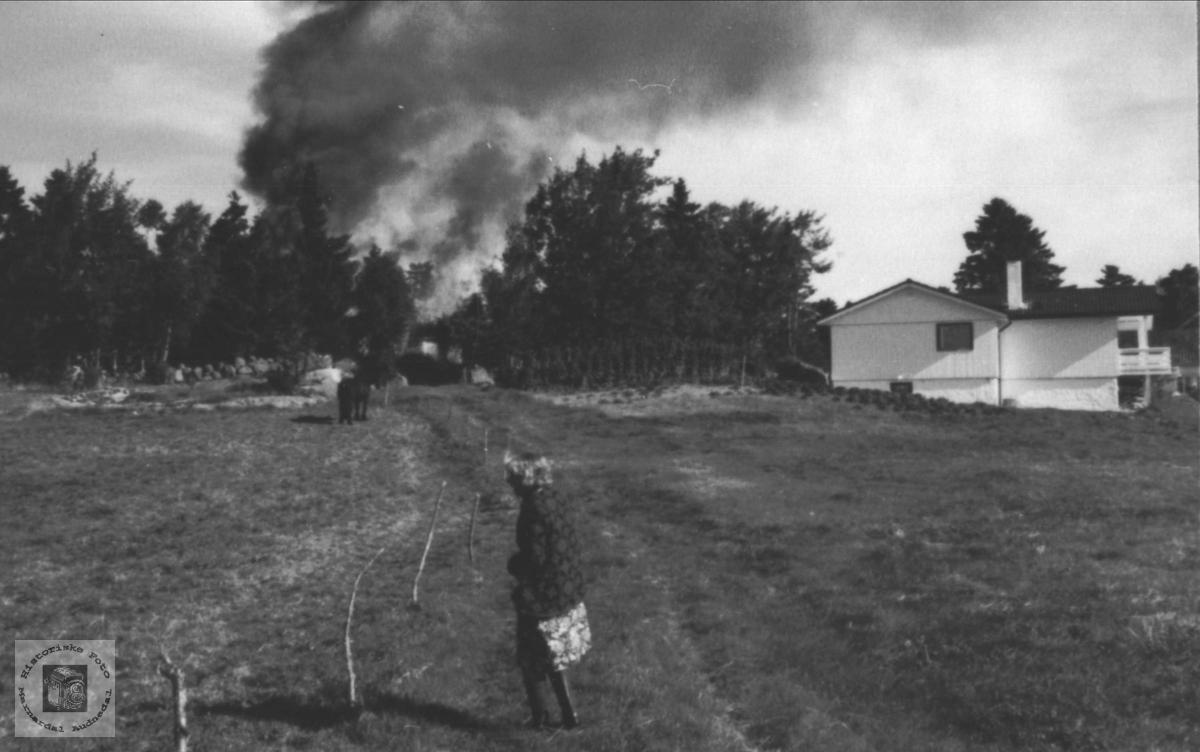 Brann på Birketveit i Laudal.