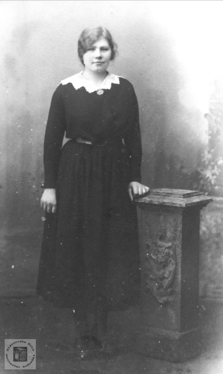 Portrett av Olevine Sveinall, Laudal.