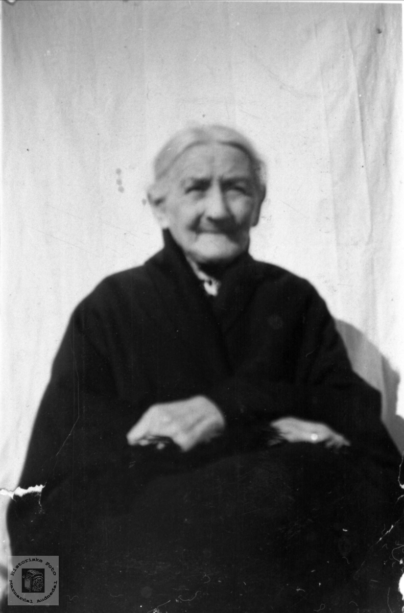 Portrett av Sørine Usland, Øyslebø.
