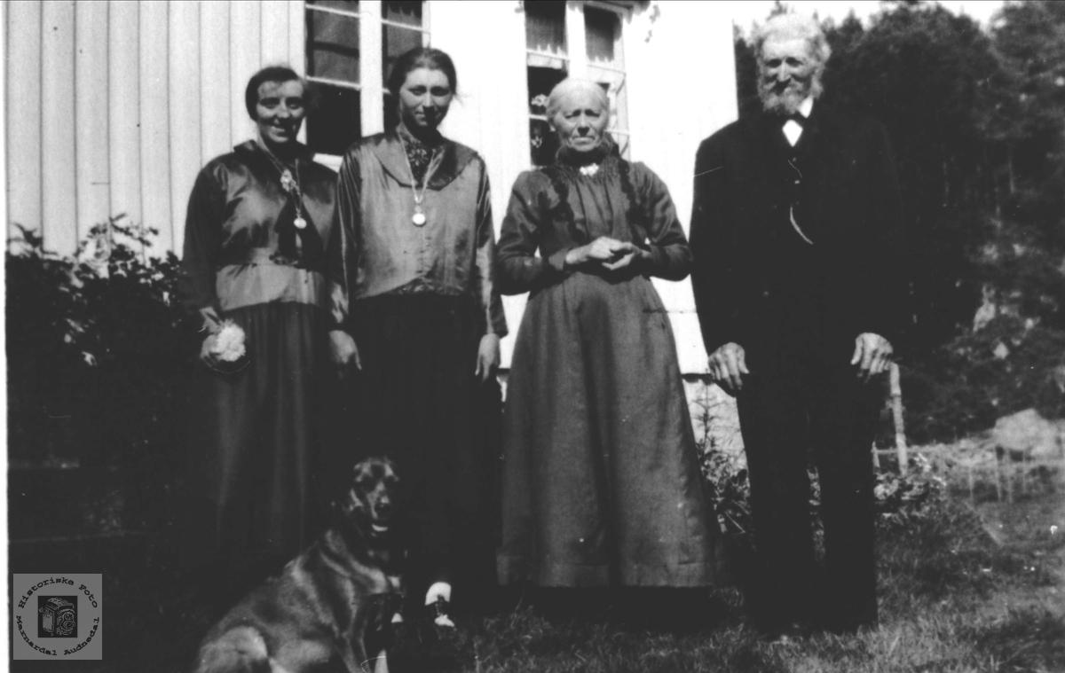 Familiegruppe Kalvekleiv, Laudal.