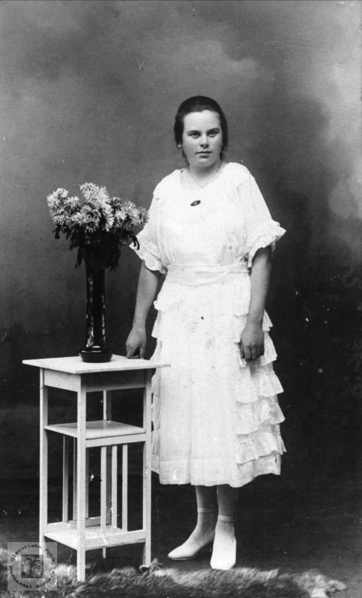 Portrett av Karen Sofie Brunvatne, Øyslebø gift Harkmark.